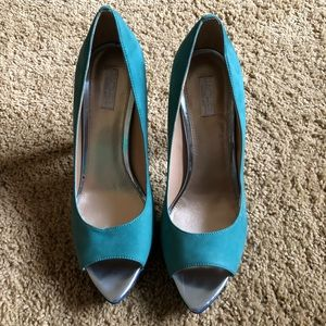 Peep Toe color block pump